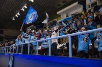 Болельщики восхищены мастерством новосибирских хоккеистов.