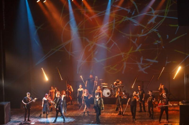Музыканты CONCORD ORCHESTRA исполняют партии наизусть, танцуют, импровизируют.