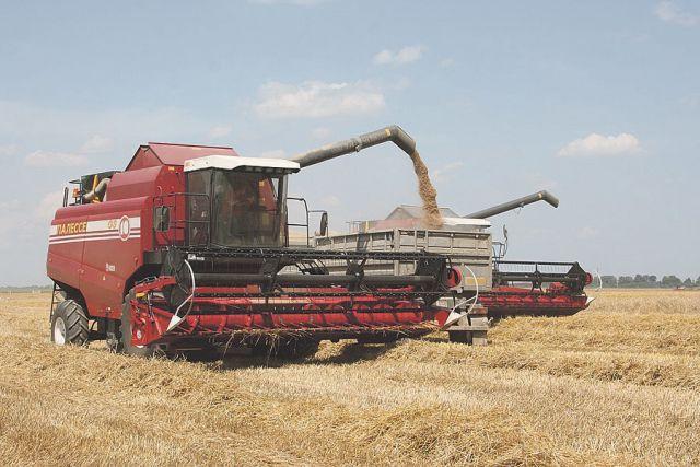 В ООО «Новый Путь» используется лучшая техника, чтобы получить хороший урожай и сохранить плодородие земли.