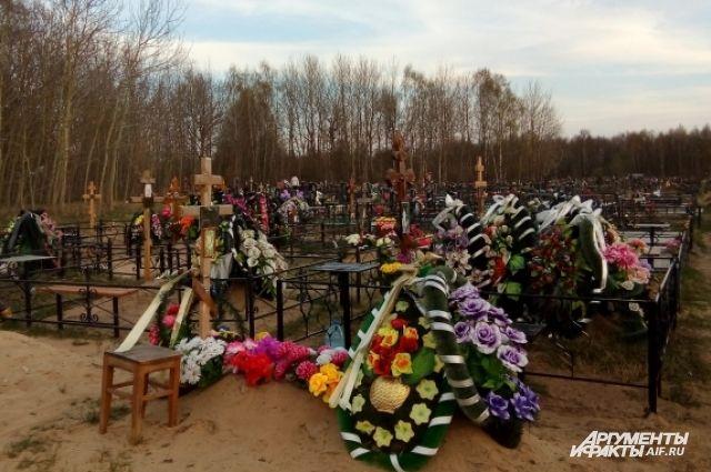 Двое калининградцев получили исправительные работы за кражу с кладбища.