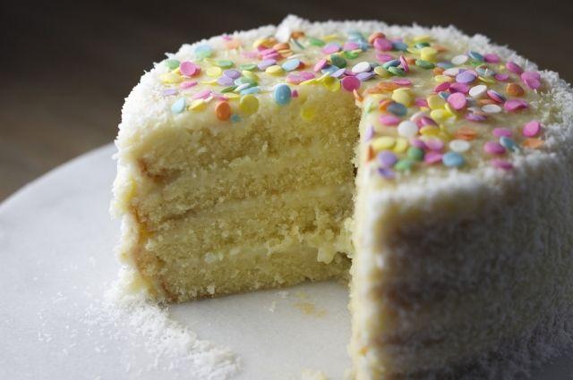 Торт с секретом: петербуржцы пытались привести в Оренбург наркотики.