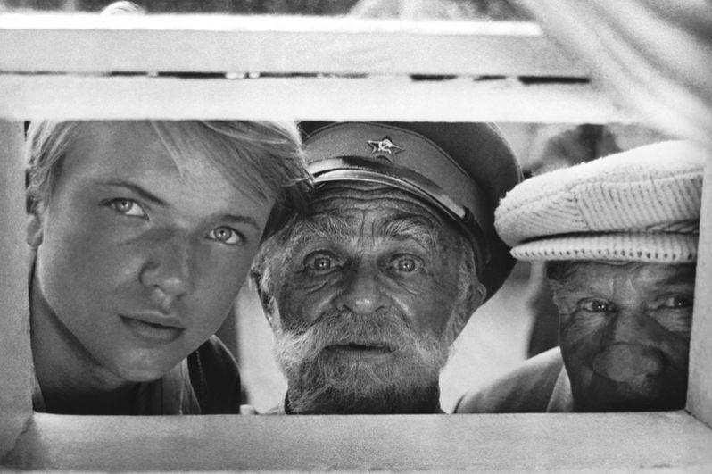 «Целуются зори» (1978) — деревенский парень, тракторист и, гармонист Лёшка Кузнецов.