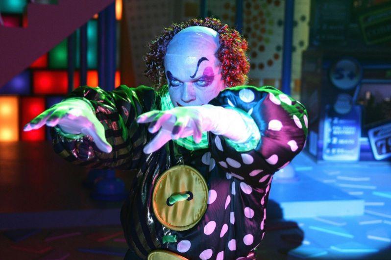 «Сказка. Есть» (2010, новелла 1 «Мир игрушек») — злой клоун.