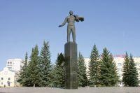 Памятник Юрию Гагарину на его малой родине – в городе, названном его именем.