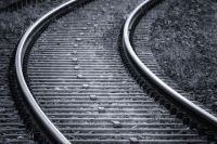 Металл украли во время стоянки грузового поезда.