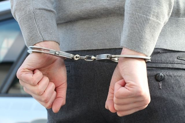 Подозреваемого в разбойном нападении быстро задержали. Им оказался безработный и ранее судимый 30-летний пермяк. У него изъяли похищенную еду и нож.
