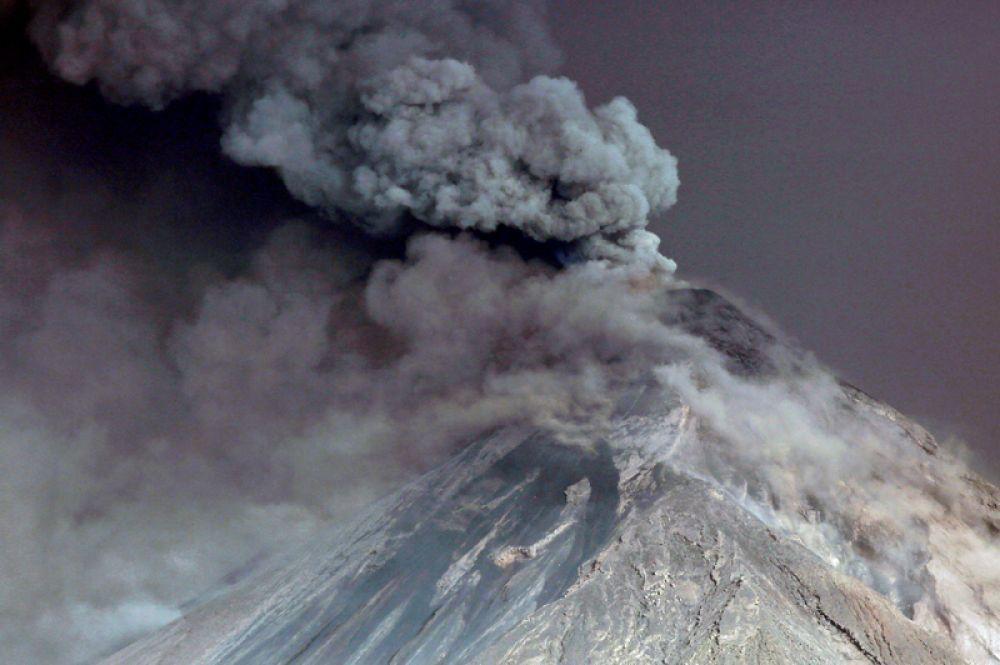 Извержение вулкана Фуэго, Гватемала.