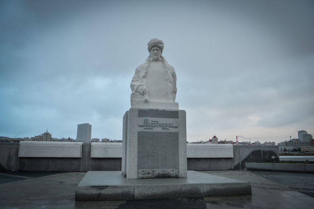 В ноябре в Казани появился еще один памятник - просветителю и богослову Шигабутдину Марджани. В этом году общественность отмечает 200-летие со дня его рождения.