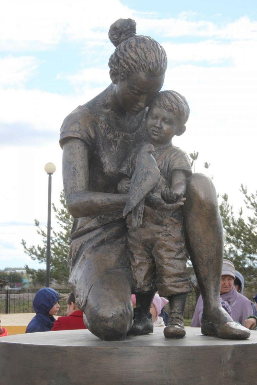 В конце октября в селе Базарные Матаки Алькеевского района появился памятник матери.