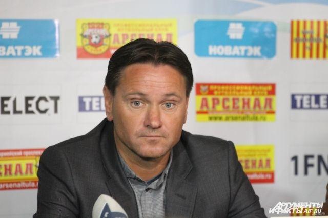Аленичев продолжает тренировать красноярскую команду.