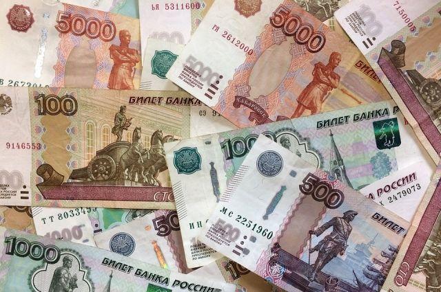 Бизнесмен накопил долг в 900 тысяч рублей.