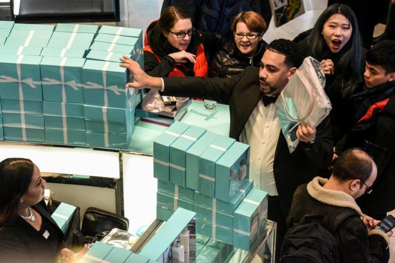 Первым покупателям предлагаются скидки от 50 до 80%.