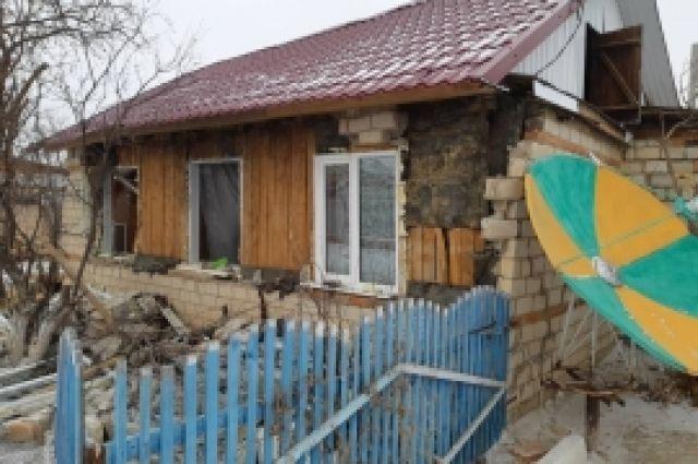 В Кваркенском районе хлопок бытового газа разрушил часть дома.