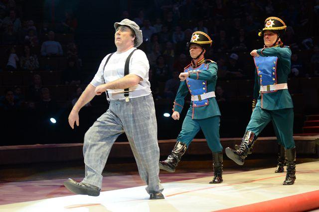 Дэвид Ларибле выступает в цирке на проспекте Вернадского в Москве.