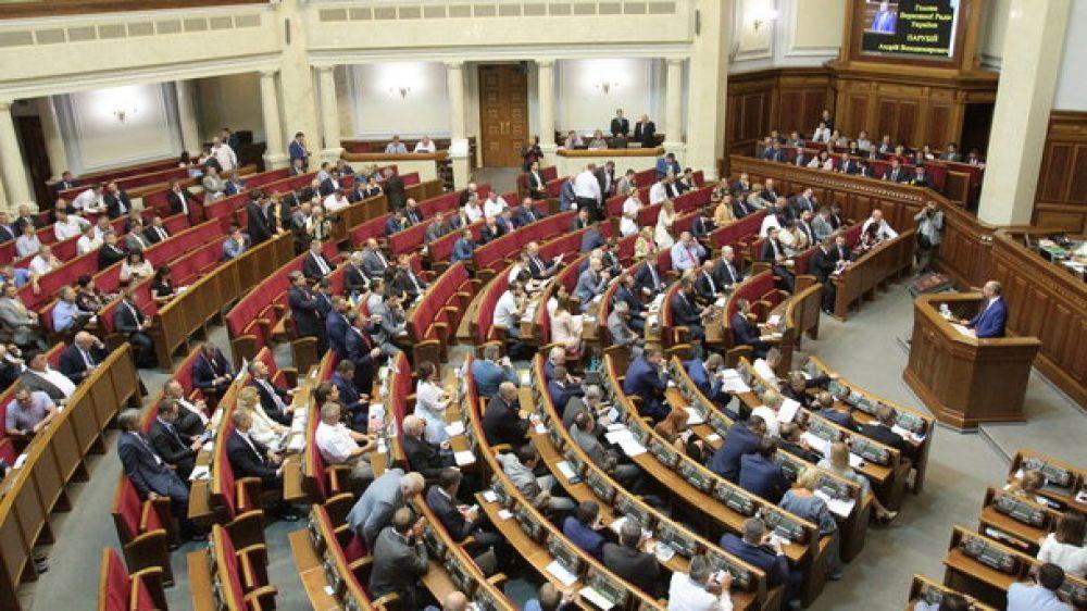 """Вот так все начиналось. Еще утром, 22 ноября, депутаты предложили """"не уходить, пока не примут бюджет"""". Так и случилось - депутаты после перерыва собрались на дополнительную сессию."""