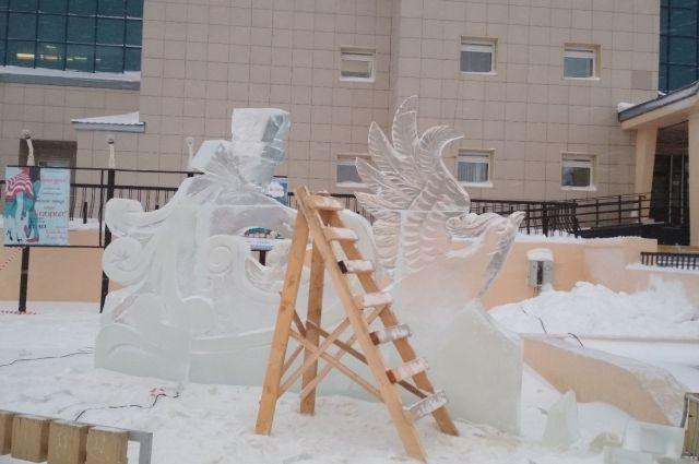 В Салехарде кипит работа по строительству ледового городка