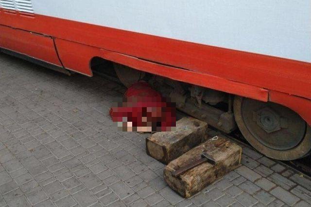 В Одессе трамвай насмерть переехал женщину