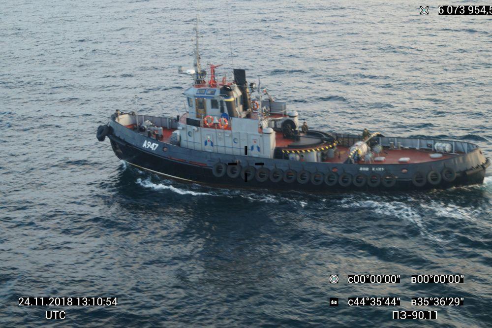 Для безопасности было принято решение закрыть проход гражданских судов через Керченский пролив.