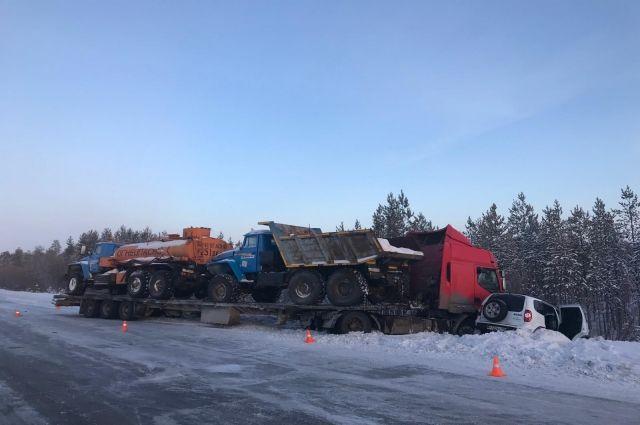 Четыре человека пострадали в ДТП на трассе «Сургут-Салехард»
