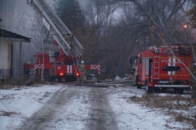 На вызов пожарные выдвинулись по повышенному уровню готовности.
