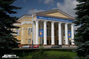 Драмтеатр Калининграда покажет спектакль «Вишневый сад» на уличных экранах.