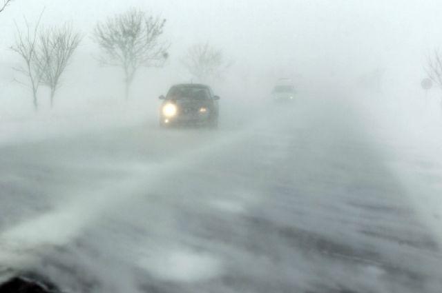 Снегопад, гололед и ветер: в Украине объявлено штормовое предупреждение