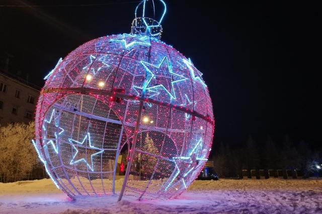 В Лабытнанги зажигают новогоднюю иллюминацию