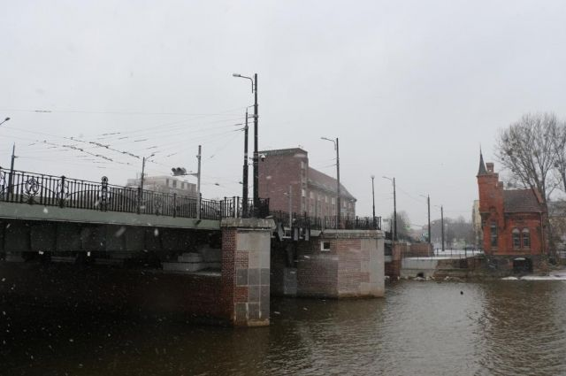 В Калининграде в ночь на 27 ноября разведут два моста.