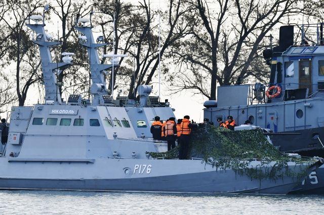 Назадержанных украинских кораблях найдены боеприпасы— ФСБ