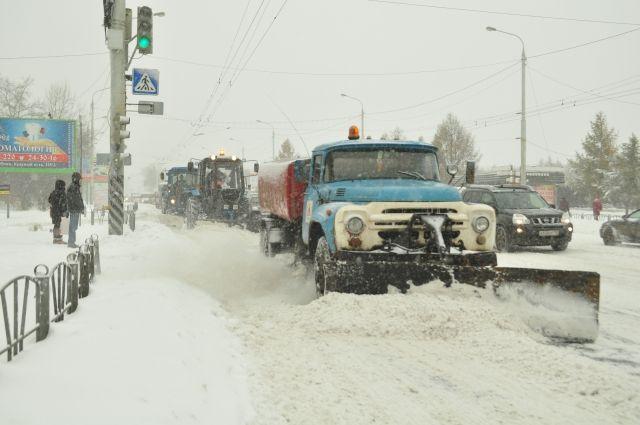 В городе прошел снег.