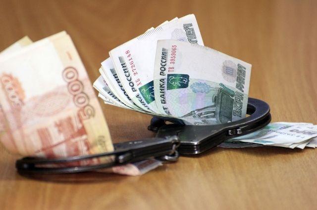 Экс-сотрудника подозревают в получении взятки в крупном размере.