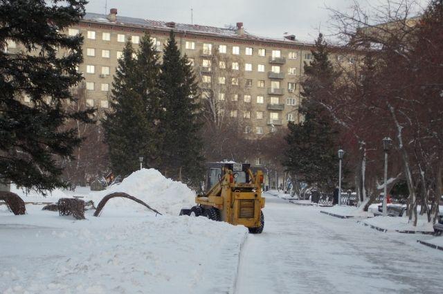 Дорожная техника работает на дорогах круглосуточно.