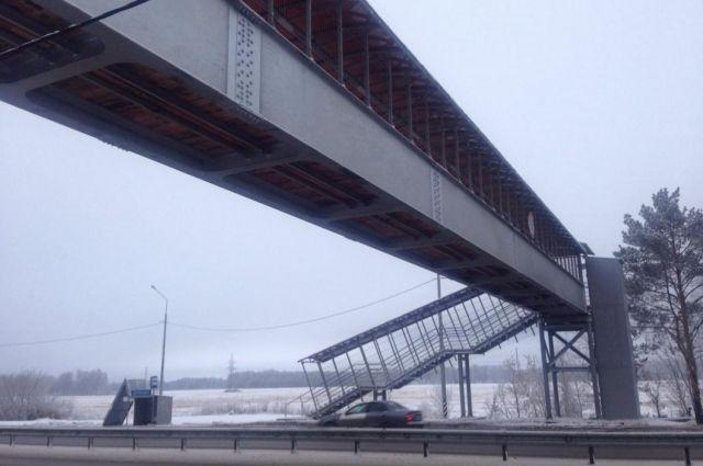 На Московском тракте появился надземный переход, защищенный от вандалов