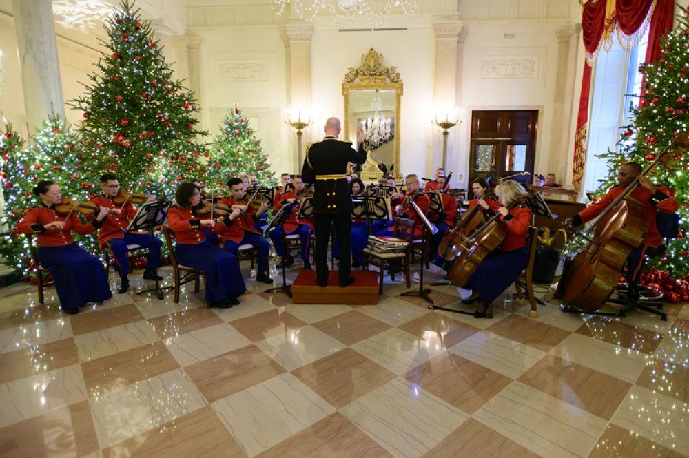 Музыканты в холле Белого дома.