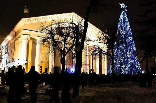 На Театральной площади по традиции будет установлена главная ёлка.