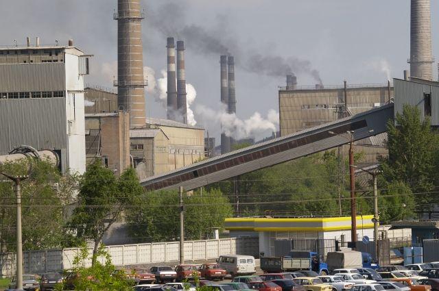 """Выбросы промышленных предприятий делают Челябинск одним из самых """"грязных"""" городов в России."""