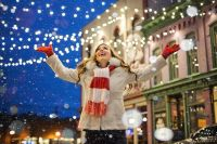 В Европе принято отмечать новогодние праздники на улицах города, где играют десятки концертов и зажигаются фейерверки.