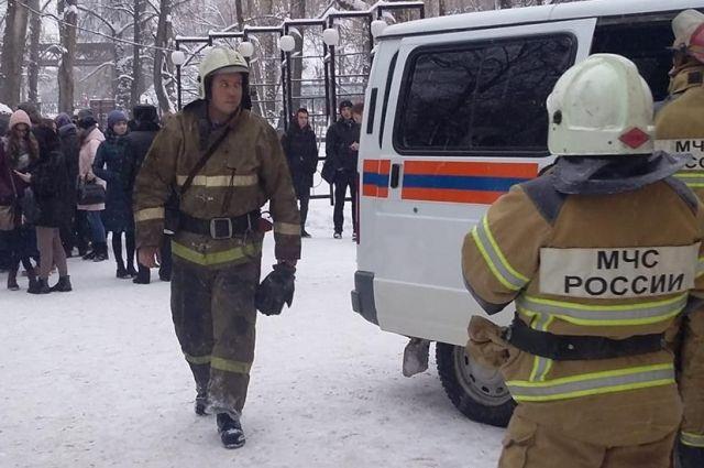 Возгорание началось в 14.30 в подсобном помещении компьютерного класса (ауд. 30).
