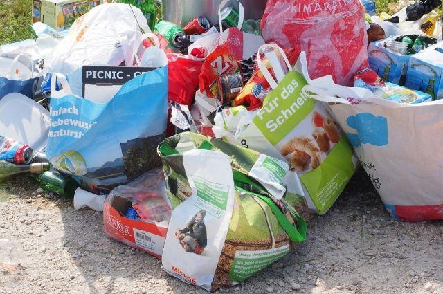 С улиц города вывезено 244 кубометра мусора и снега.