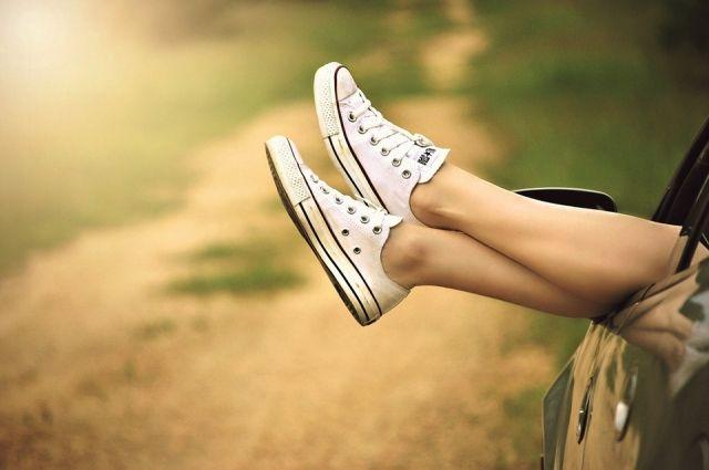 Пешие прогулки особенно полезны для здоровья суставов.