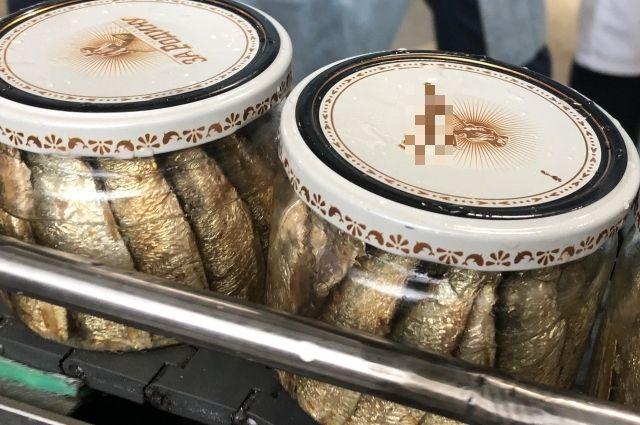 В Калининграде впервые начали выпускать шпроты в стеклянной банке.
