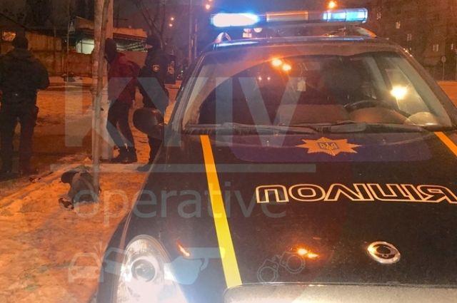 В Киеве мужчина с криками «Я тебя убью!» с ножом напал на девушку в маршрутке.