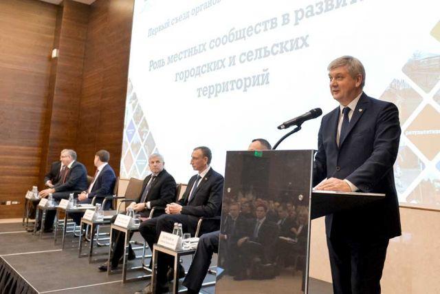 Александр Гусев приветствовал участников съезда.
