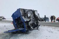Видео с места ДТП с 5 погибшими на трассе Оренбург – Акбулак
