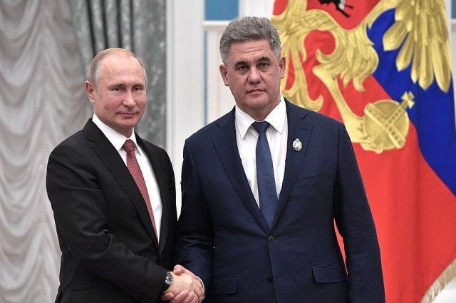 Владимир Путин вручил награду профессору, нейрохирургу Альберту Суфианову