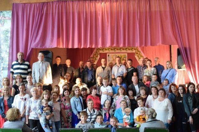 На фотографии далеко не все родственники Виктора Скворцова.