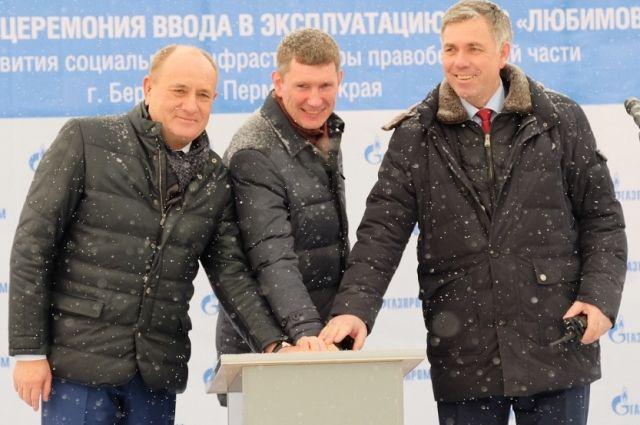 Виталий Маркелов, Максим Решетников и Сергей Сусликов нажали пусковую кнопку станции.