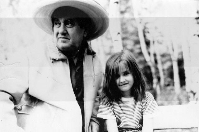 Виктор Драгунский с дочкой. 1971 год.