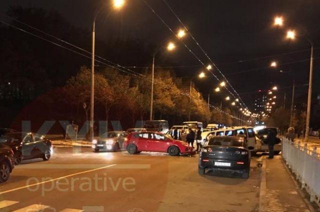 Массовое лобовое ДТП в Киеве: четыре пострадавших, затруднено движение
