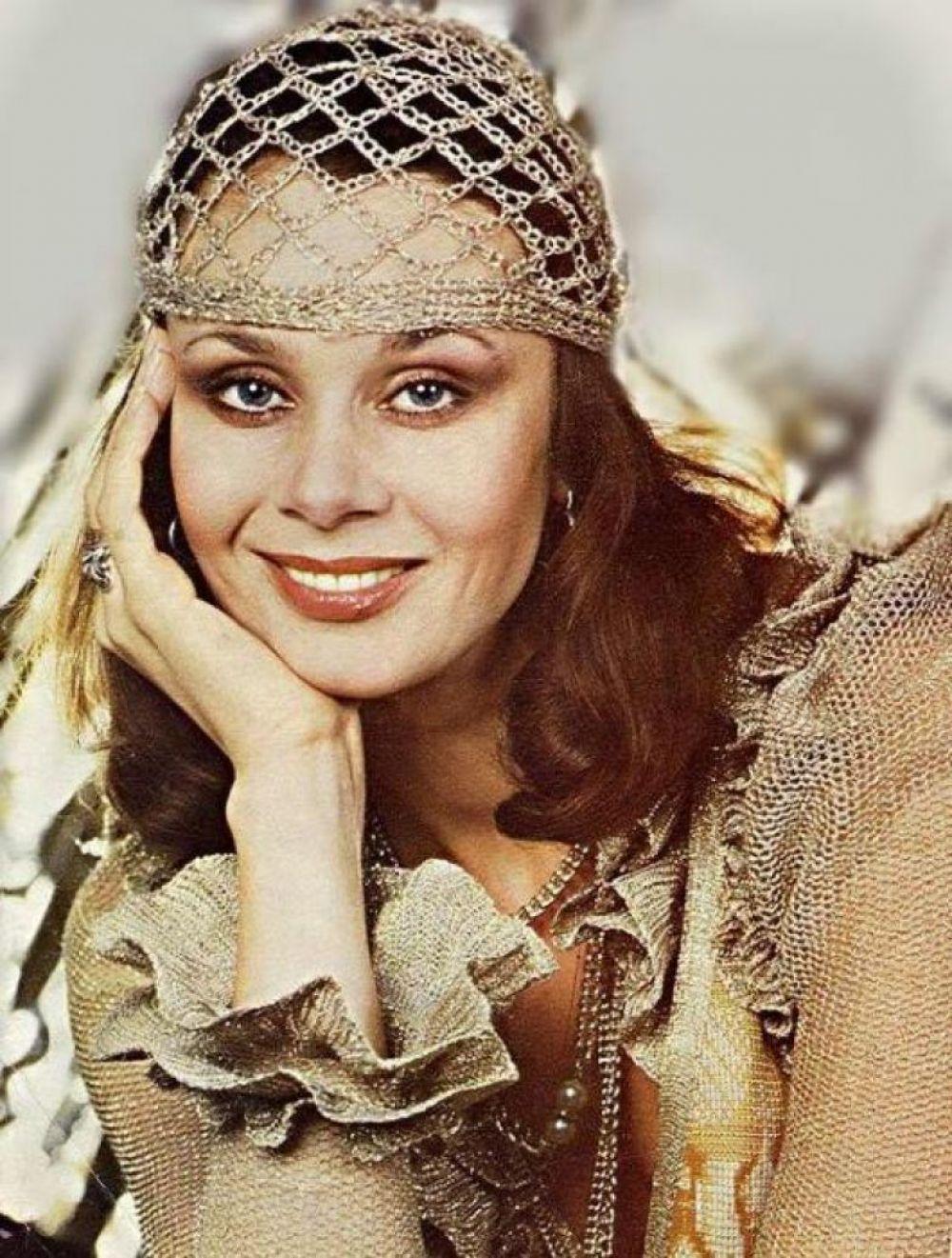 """В 1979-1984 годах Любовь Полищук работает буквально наизнос, снимаясь в кино, участвуя во всех спектаклях и антрепризах, Полищук становится известной. И во многом благодаря своей запоминающейся внешности. В это время актриса снимается в таких фильмах, как """"В моей смерти прошу винить Клаву К."""", """"Дуэнья"""""""
